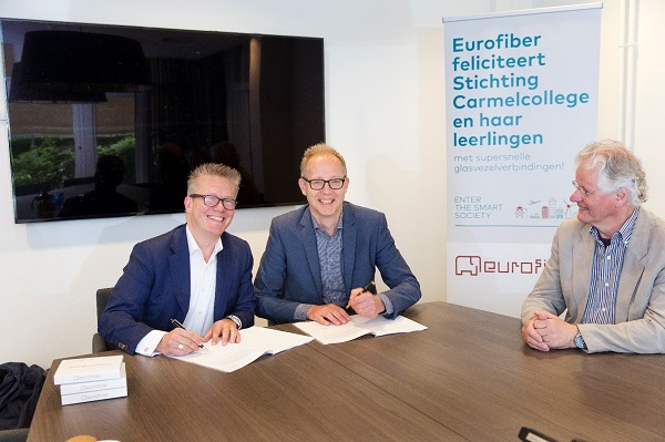 Ondertekening contract Carmelcollege